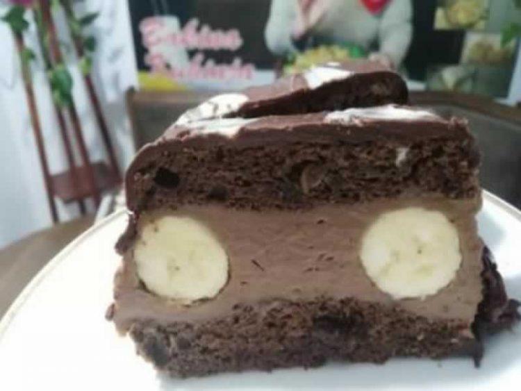 Кремаст чоколаден колач со банана и јогурт (Видео)