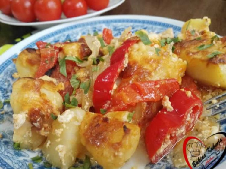 Неописливо добар компир со павлака: Сјаен предлог за ручек или вечера