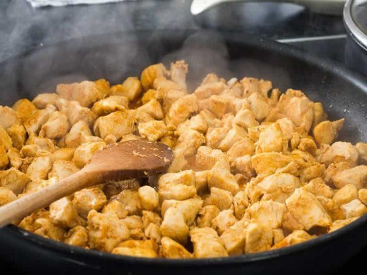Пилешко со зеленчук на кинески начин