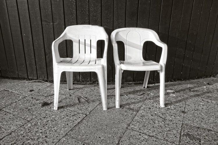 Пластичните столици ќе бидат како нови и нема да пукаат- Евтина домашна смеса