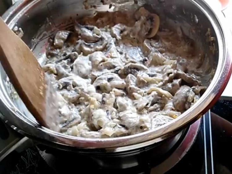 Пикантен и кремаст сос од печурки
