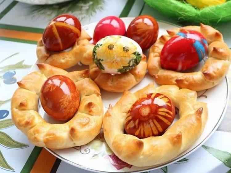 Велигденски переци: Израдувајте ги саканите со овој едноставен доручек