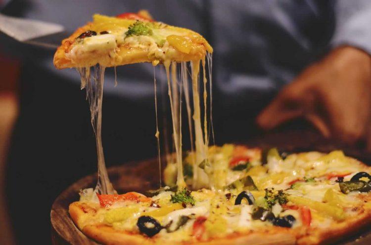 Пица со фил од пилешко месо и сирење