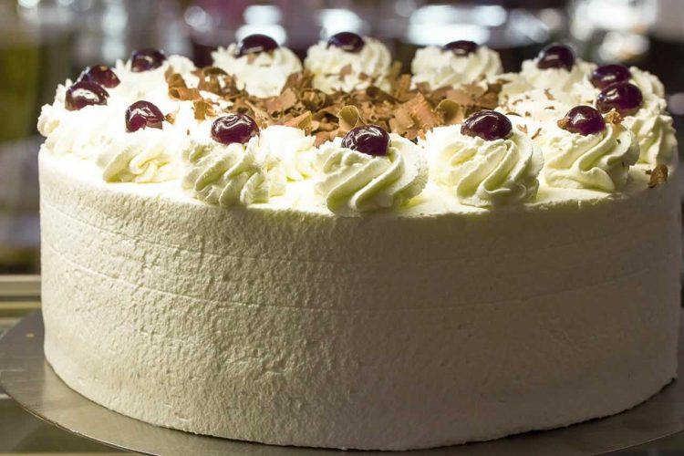 Згуснете го кремот за торти – Две опции за да не пропаднат десертите