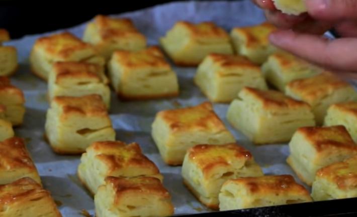 Појадок, брз оброк или вечера: Лиснати коцки со сирење