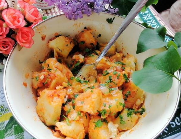 Вкусна компир тава – Полна зеленчук и зачини