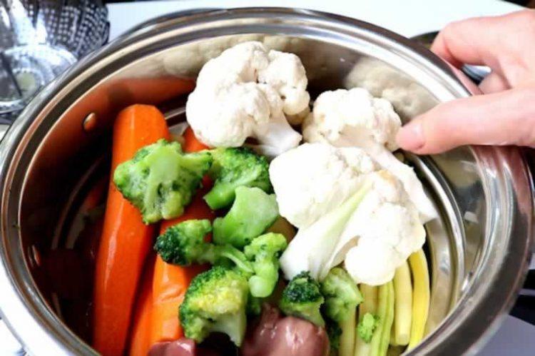 Супер трик – Додадете го ова кога варите месо или зеленчук