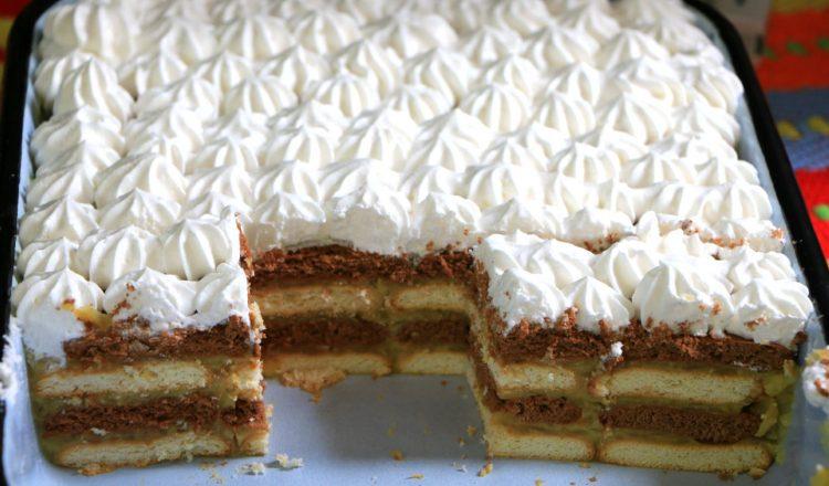 Торта со бисквити и јаболка