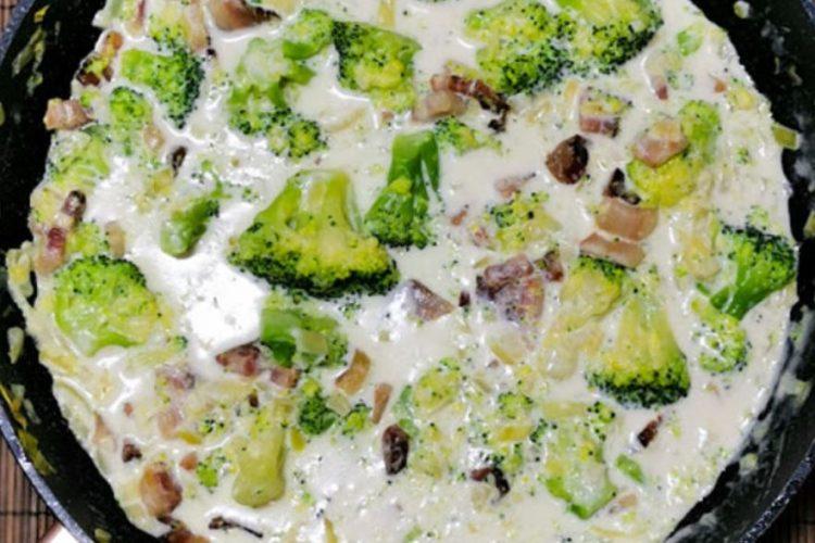 Сос од брокула и сланина – прелив кој се сложува со секое јадење