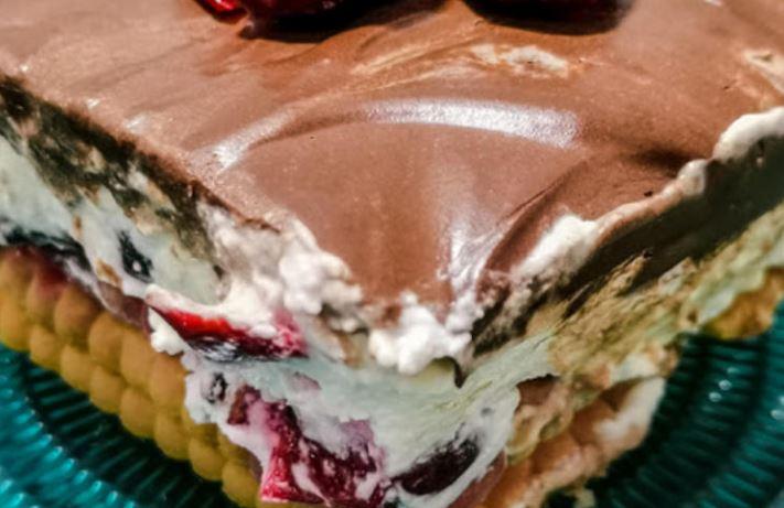 Ви треба само миксер и неколку состојки: Едноставен рецепт за кекс торта
