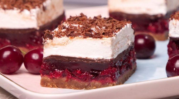 Шварцвалд колач со вишни: Комбинација од чоколадо и вишни која ќе ве освои