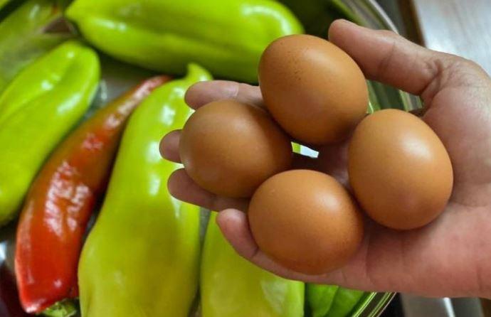 Излупете ги лесно варените јајца – Само ставете го ова при варењето