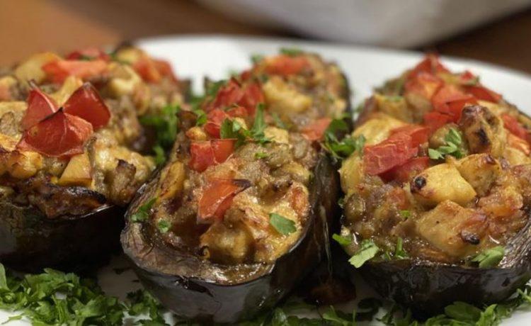 Патлиџан полнет со пилешко и зеленчук: Вкус кој не се заборава