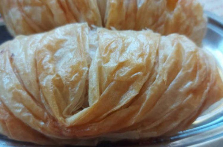 Крцкава пита со кулен и сирење: Доручек како од пекара