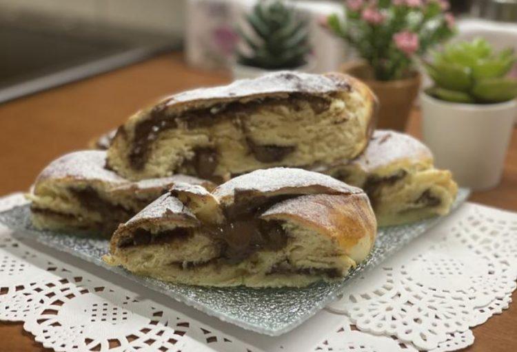 Плетенки полнети со крем: Печиво кое ќе го обожавате