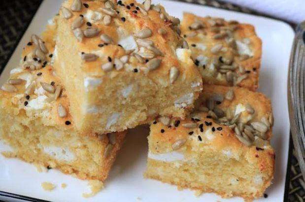 Идеален доручек или вечера: Солени коцки со сирење готови за помалку од половина час