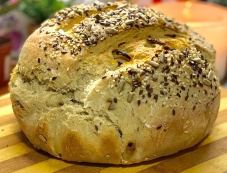 Љубов на прв залак: Ржан леб со карамелизиран кромид