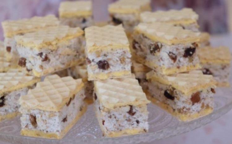 Обланди со бисквити, суво грозје и ореви и кремаст фил