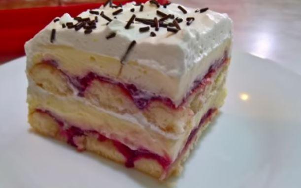 Освежувачки овошен колач: Одлична комбинација од кремаст фил од ванила и фил од вишни