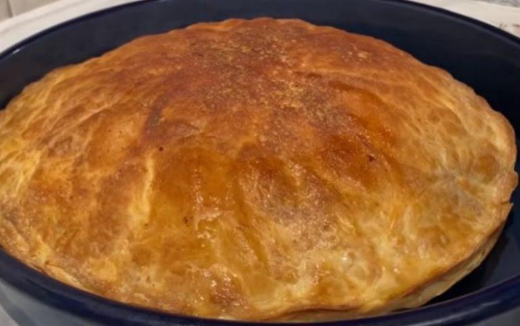 Пазарска пита со месо од домашни кори