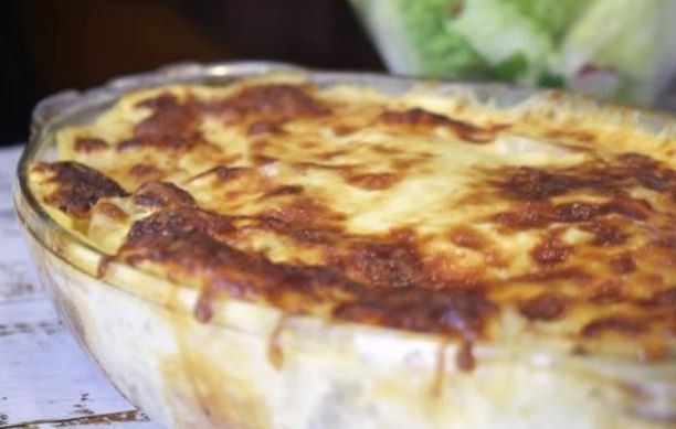 Запечено пилешко со компири во павлака