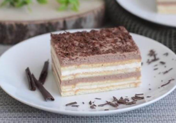 Кремаст колач со два фила и бисквити – готов за 10 минути