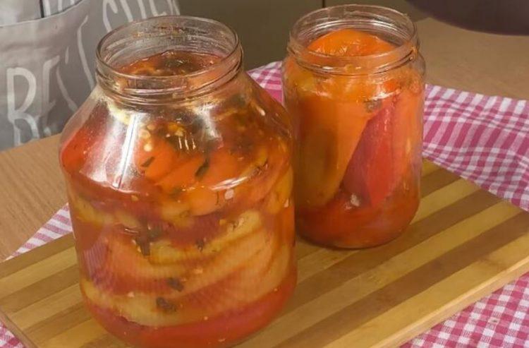 Пиперки во сос од домати: Зимница за чиста десетка