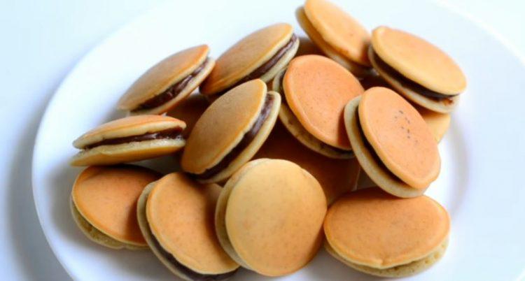Кекси од мини палачинки полнети со чоколадо: Меко тесто кое ќе го правите често