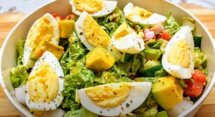 Лесен оброк од кој се слабее: Салата со варени јајца и авокадо