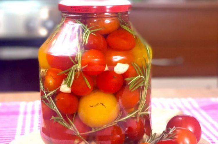 Кисели шери домати: Малку поинаква зимница