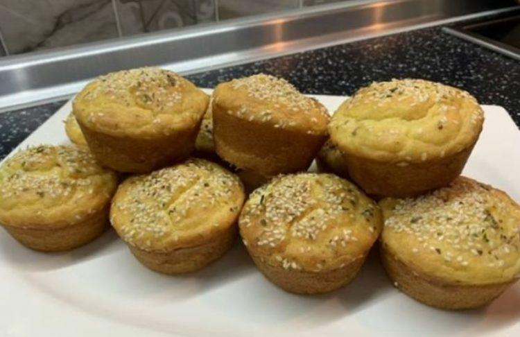 Мафини од јогурт со сирење и шунка: Меко и вкусно печиво за 25 минути