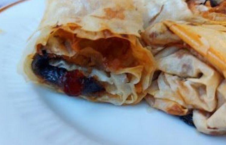 Крцкава пита со сливи: Идеален есенски десерт